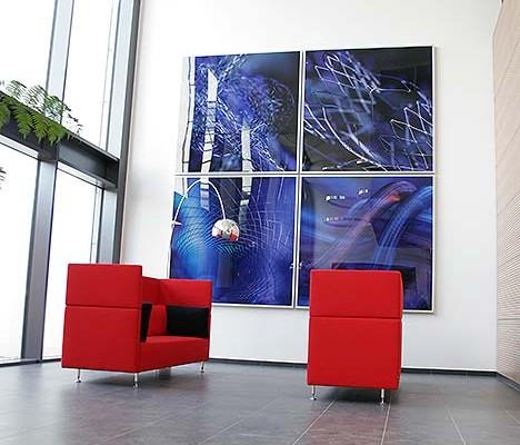 Herstellung von Displays, POS Materialien, Acrylaufsteller im PLATTENDRUCK, Plattendirektdruck, Direktdruck auf Acrylglas, mit einem aussergewöhnlichen Druck hinter Acrylglas und dazu gefräst in Form und Deisgn