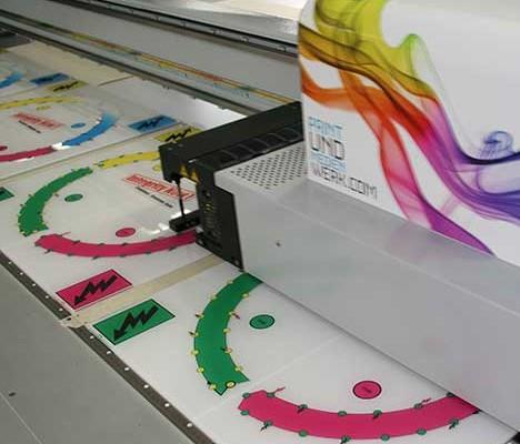 Herstellung in höchster Qualität auf Acrylglas im Plattendruck ( Plattendirektdruck ) / Direktdruck dazu Konturenfräsung und in die richtige Größe gefräst