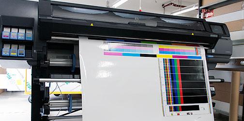 FineArt und Latex Drucker für Produktion von Canvas und Backlit Produkten